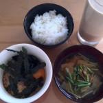 納豆と味噌汁とご飯。