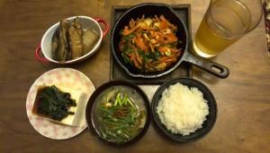 カンパチ大根、人参とニラ炒め、冷奴、味噌汁、炊き立てご飯