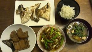 残りものと、鰤かまの塩焼き、豆腐のキノコアスパラ餡かけ