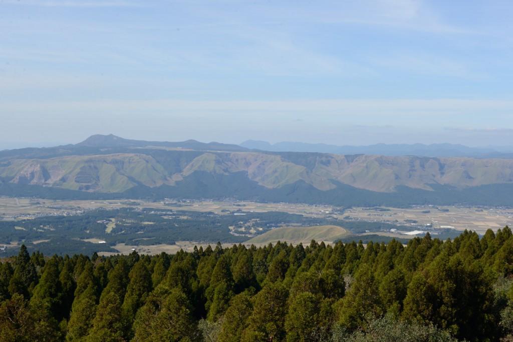 草千里側から大観峰方面を見ている感じかな・・・