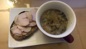 鶏ハムとパンとスープ