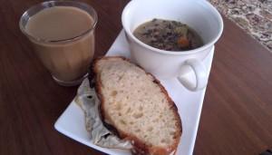 鶏ハム目玉サンド、残り物スープ