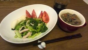 カブの葉と鶏ハムのサラダ、野菜スープ