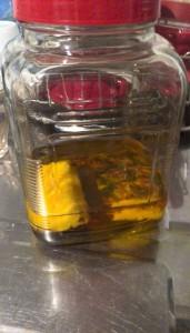 パイナップルの皮、ウィスキーに漬けて見る