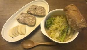 キャベツとブロッコリーの味噌バタースープ