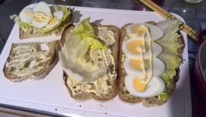 朝ごはんとお昼ご飯準備中・・・