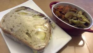 朝作ってたサンドイッチと、常備菜。