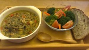 スープの残りと、野菜の残り+ぬか漬け。