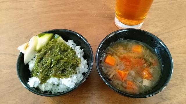 野菜スープとメカブご飯