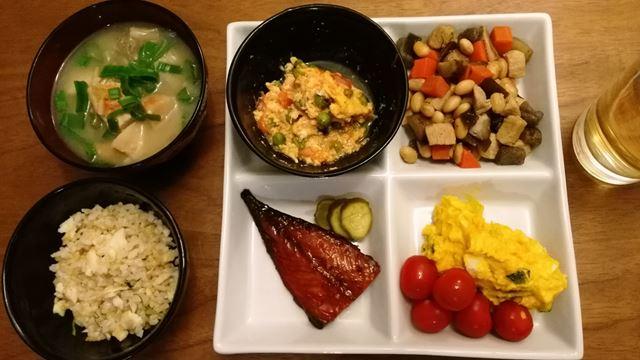 あまりモノご飯。お米は冷凍してた鯛飯。
