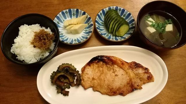 豚味噌、ゴーヤ炒め、味噌汁、ちりめん山椒とご飯、ぬか漬け