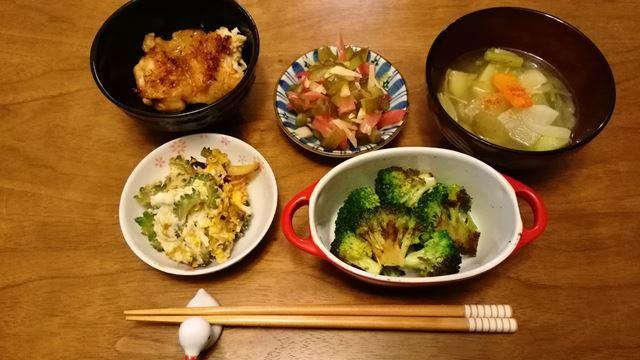鶏モモ残り、かくや、味噌汁、ゴーヤの卵とじ、ブロッコリーソテー