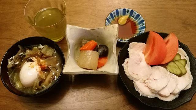 卵入り味噌汁、煮物、鶏ハム