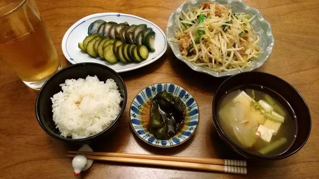 ぬか漬け、モヤシとアスパラ菜と豚小間の炒め物、ピーマン焼き浸しの残り、大根と豆腐の味噌汁。