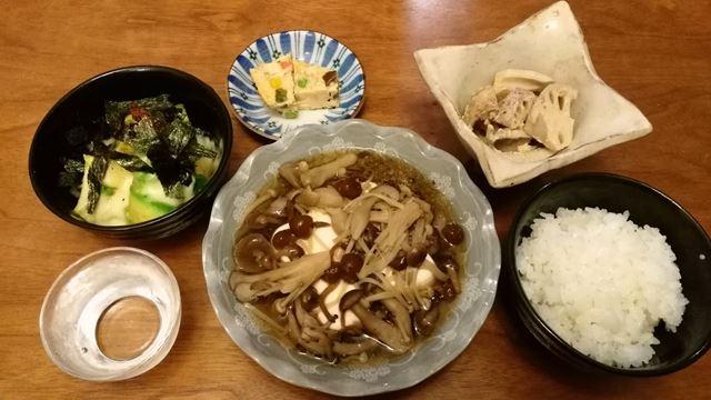 温豆腐のキノコ餡かけ、アボカドの余り物のチーズかけ、からしレンコン残り